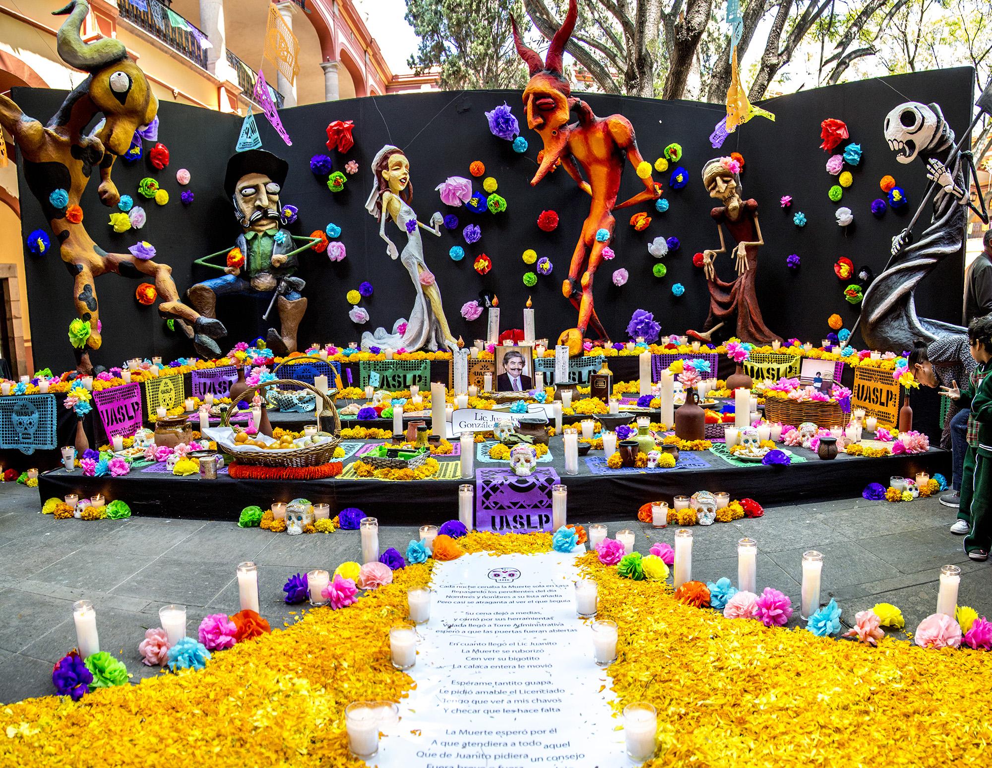 Altar De Dia De Muertos Una Tradicion Viva