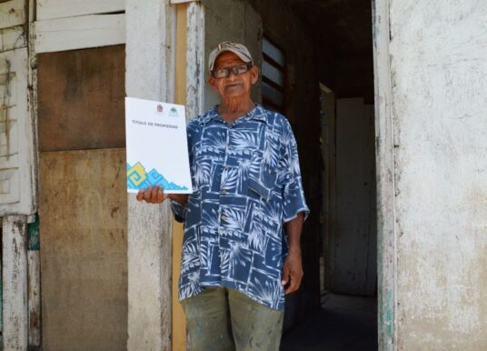 Familias de Cancún recibirán su título de propiedad de manos del gobernador Carlos Joaquín