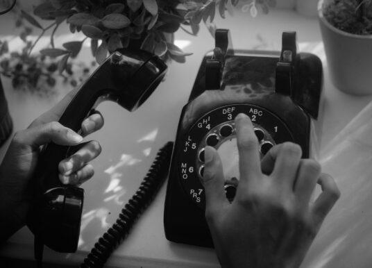 ¿Bueno? La historia de por qué en México contestamos así el teléfono