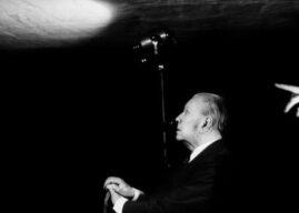 """""""Sabemos lo que es pero no podemos definirla"""": la poesía, según Borges"""